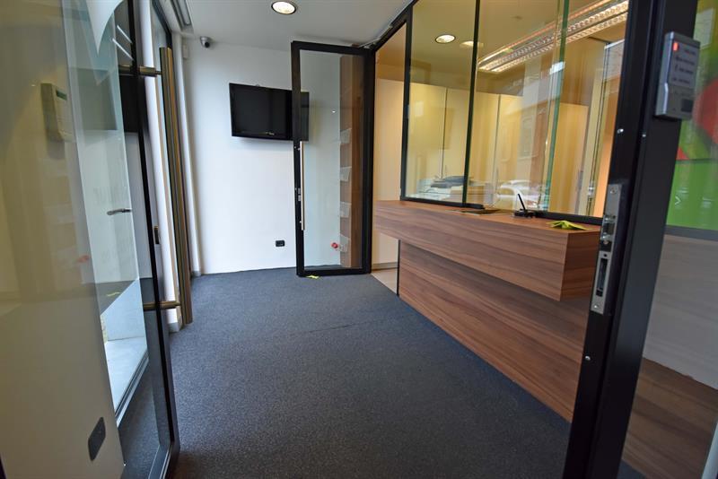 Centraal gelegen volledig ingericht kantoor