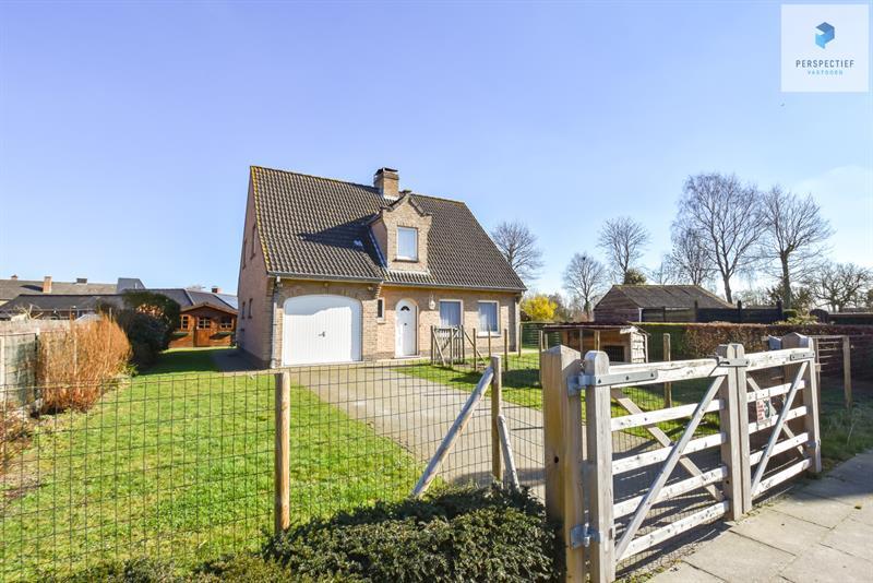 RUIME alleenstaande woning met 3 SLPKS, garage en mooie tuin