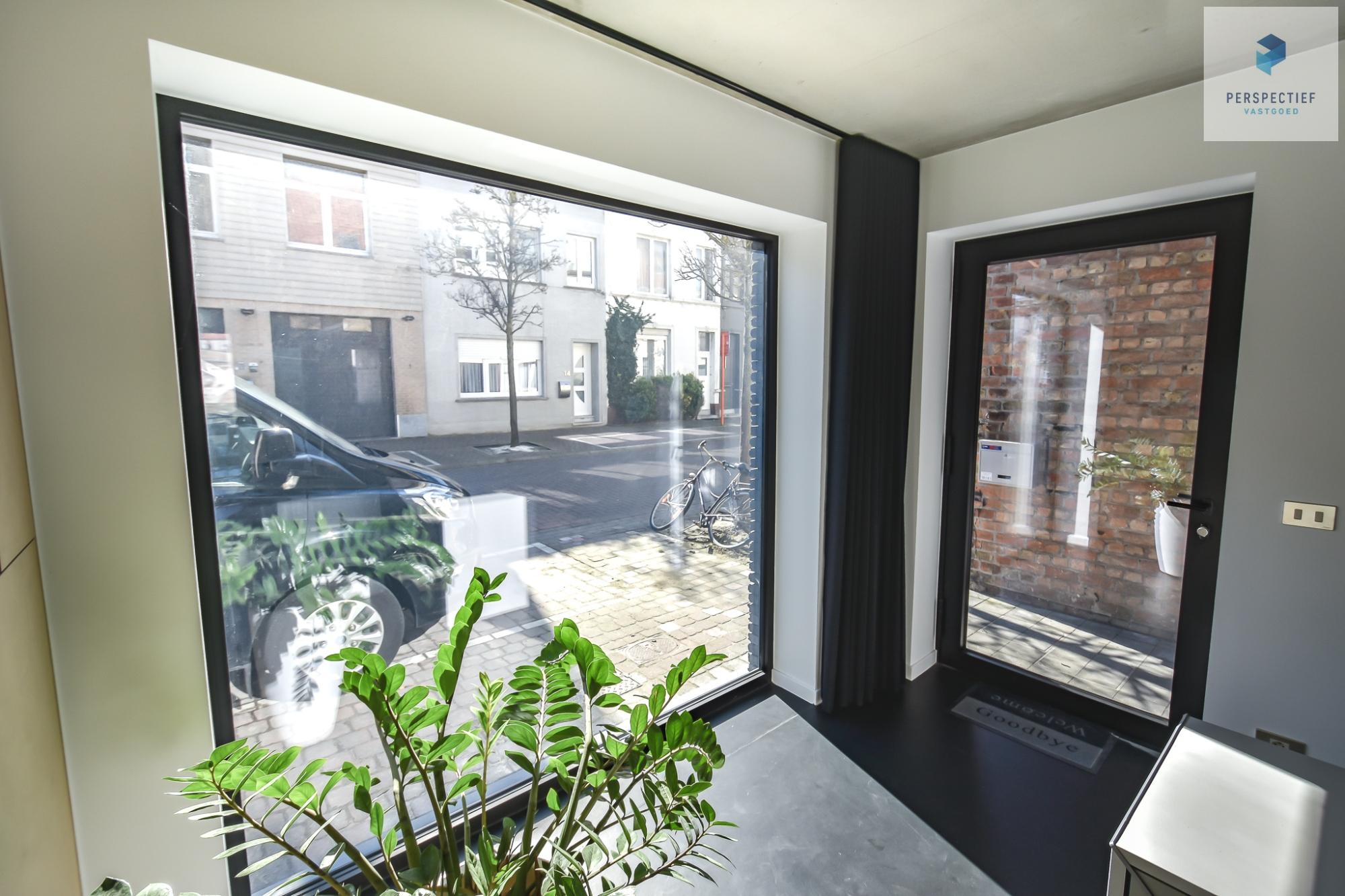 Ruime moderne architectenwoning en kantoor (bj 2018) met 3 verdiepingen, spectaculair dakterras en tuin - 24