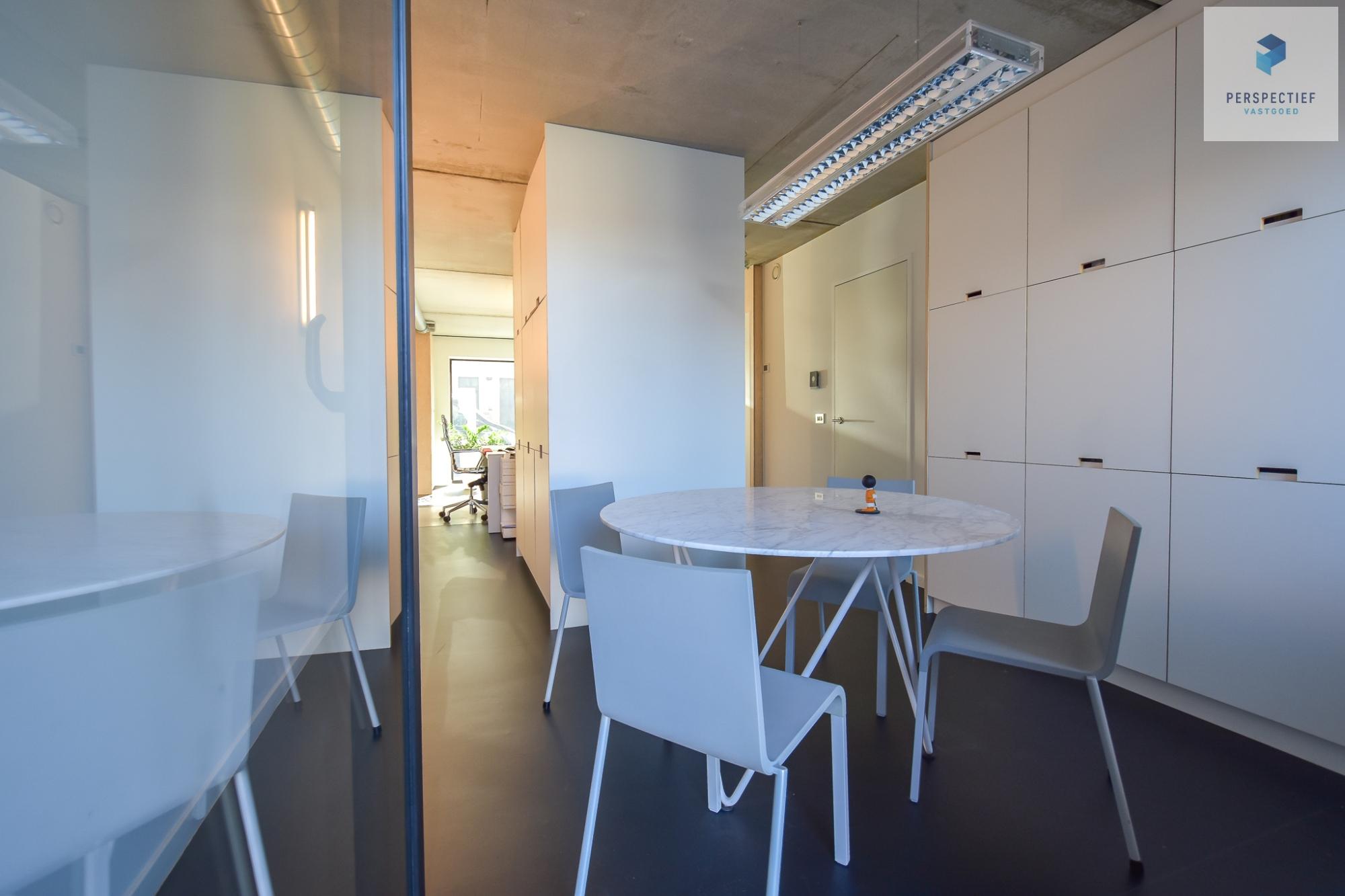 Ruime moderne architectenwoning en kantoor (bj 2018) met 3 verdiepingen, spectaculair dakterras en tuin - 25