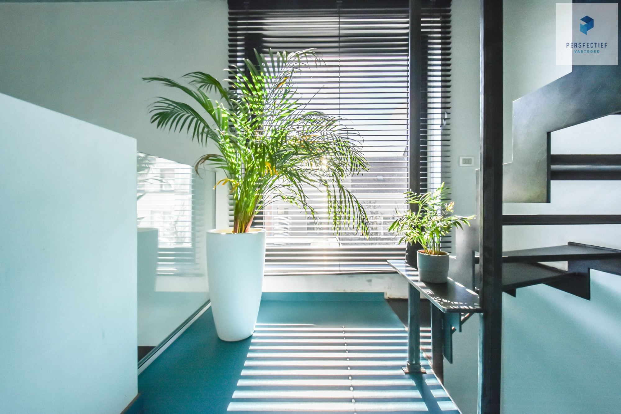 Ruime moderne architectenwoning en kantoor (bj 2018) met 3 verdiepingen, spectaculair dakterras en tuin - 12