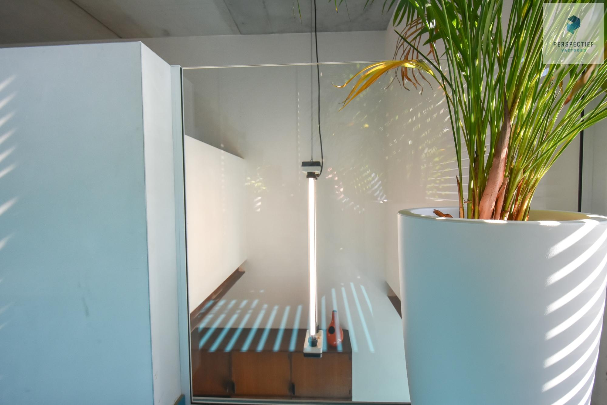Ruime moderne architectenwoning en kantoor (bj 2018) met 3 verdiepingen, spectaculair dakterras en tuin - 13