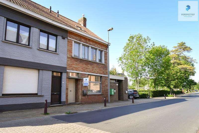 | IN OPTIE | RUIME woning met 3 slpks en grote garage gelegen in het landelijke Beernem